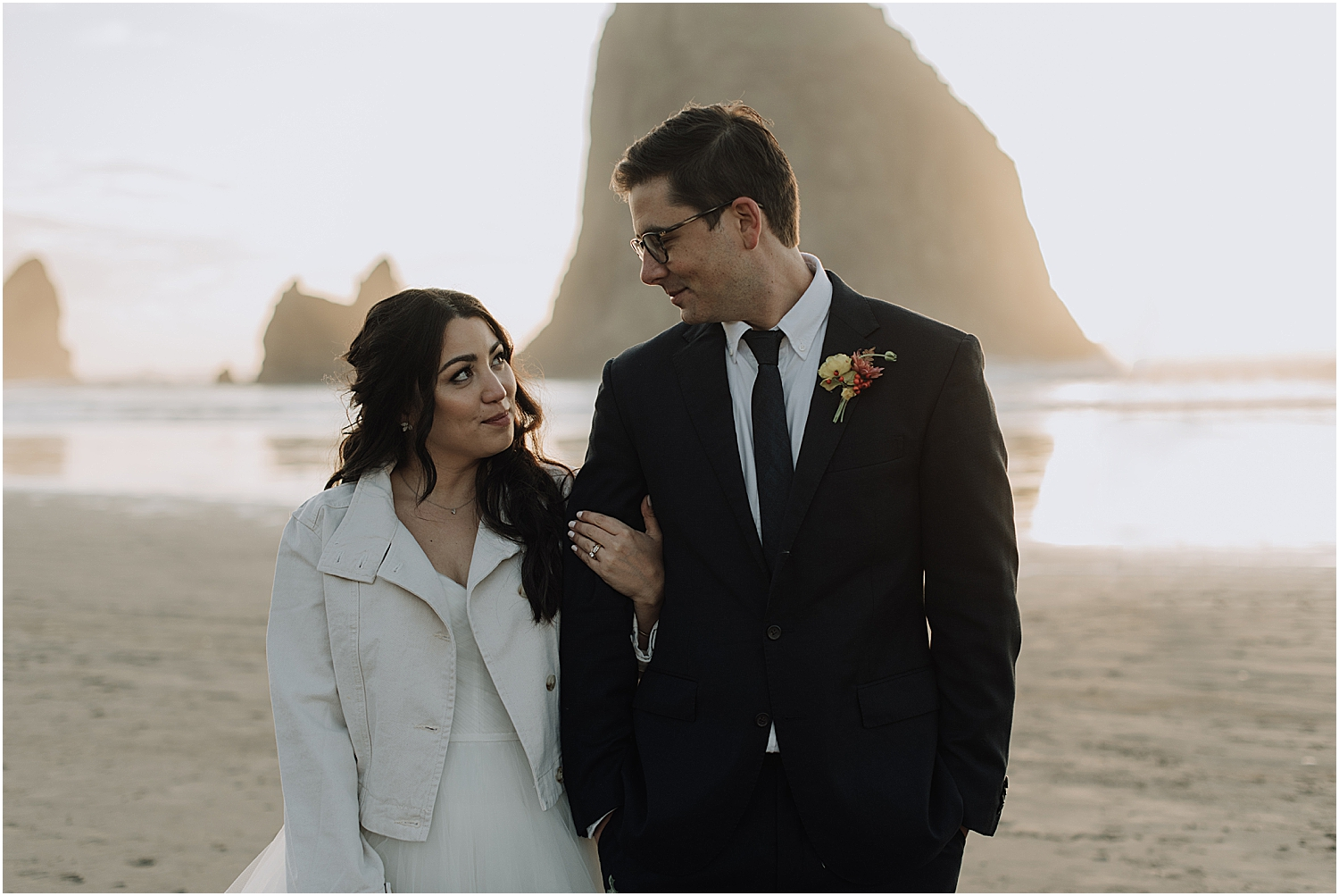 cannon beach elopement on the majestic oregon coast with naomi levit wedding photographer