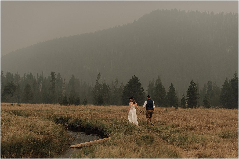 creative bend oregon elopement at sparks lake